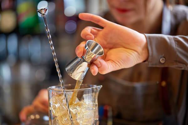 ein-Jigger-für-die-zubereitung-von-cocktails